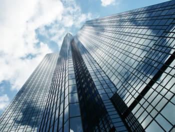 Der hochmoderne Wolkenkratzer